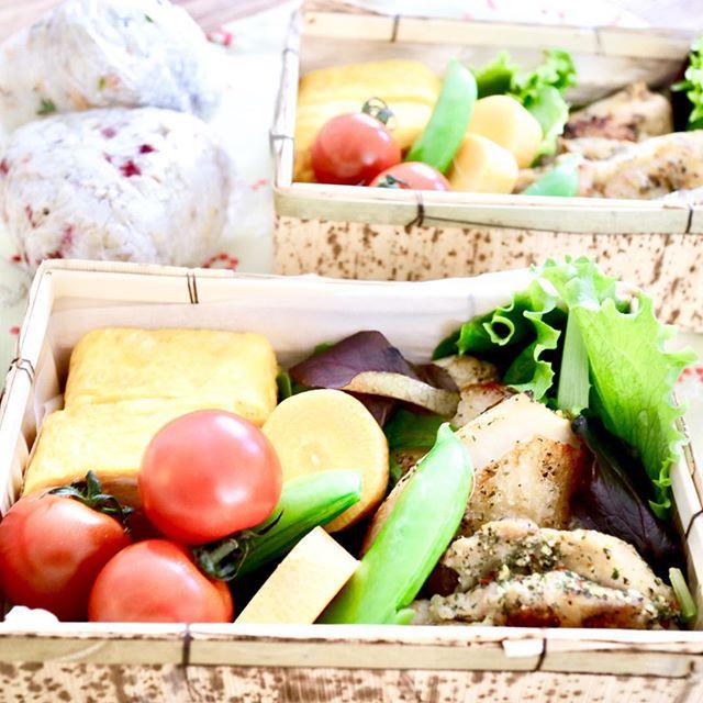 おはようございます!.今日の東京は少し温かい8度。日差しが眩しいです。.お天気が穏やかだと、それだけでヤル気満々になりますよね!自然界も春に向かって陽気が増え始める時期.季節の変わり目は体調不良になりがち、予防もしっかりして行きましょう!.#healthyfood #medicinalfood#fruits #lunchbox#健康 #ヘルシーフード#手作り酵素ジュース #発酵 #発酵フルーツ #薬膳 #中医 #お弁当#ドードーの空@dodonosorakitchenhttp://dodonosora.jp/