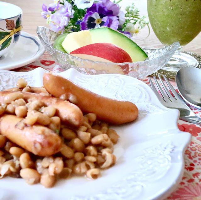 おはようございます!.昨日覚えたてのフランス料理を、早速私流にアレンジ!.鶏肉はソーセージに、白いんげんはパックの物を、シードルワインは林檎ジュースに変えて、時短料理に変身.とってもオシャレな朝ごはんになりました.主人は大喜びで完食!元気に今日もお仕事に行きました〜.#healthyfood #medicinalfood#fruits#breakfast #健康 #ヘルシーフード#手作り酵素ジュース #発酵 #発酵フルーツ #薬膳 #中医 #白いんげん #時短#フランス料理アレンジ #朝ごはん #ドードーの空@dodonosorakitchenhttp://dodonosora.jp/