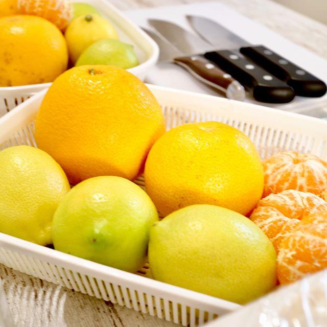 こんにちは!.1月の酵素ジュース教室のテーマは「気の巡り。冬は寒いので、気の巡りも滞りがち、巡りを良くする食材を組み合わせて、酵素を作りました!.薬膳理論で考えて食材を選べば、薬膳酵素ジュースの出来上がりです。.2月のテーマは「体を労わる」年末年始で会食続きで、疲れた脾胃を労わる食材で酵素を作ります!.#healthyfood #medicinalfood#fruits#健康 #ヘルシーフード#手作り酵素ジュース #発酵 #発酵フルーツ #薬膳 #中医 #ドードーの空@dodonosorakitchenhttps://dodonosora.jp/