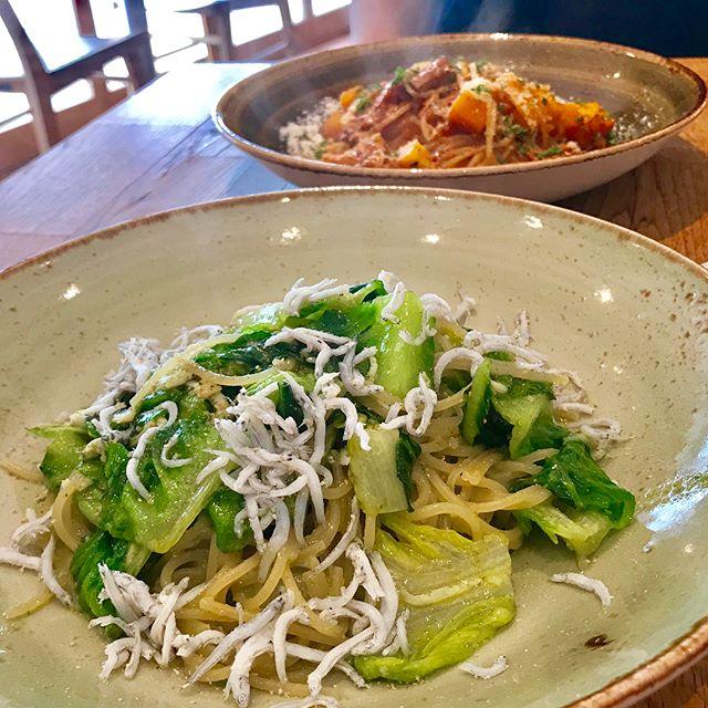こんにちは!.3連休、暑さに負けずに過ごせてますか?.渋谷のグルテンフリーカフェ「GENMAI GENKUDO」に行って来ました!.グルテンフリー生活をしていて、寂しいのはパスタとパンの外食する所が少ない事.久しぶりに、美味しいパスタを食べました!!前菜もたっぷりあって、大満足でした.#healthyfood #medicinalfood#fruits#健康 #ヘルシーフード#手作り酵素ジュース #発酵 #発酵フルーツ #薬膳 #中医 #グルテンフリー #玄米パスタ #玄米パン #渋谷 #ランチ#GENMAIGENKIDO@dodonosorakitchenhttps://dodonosora.jp/