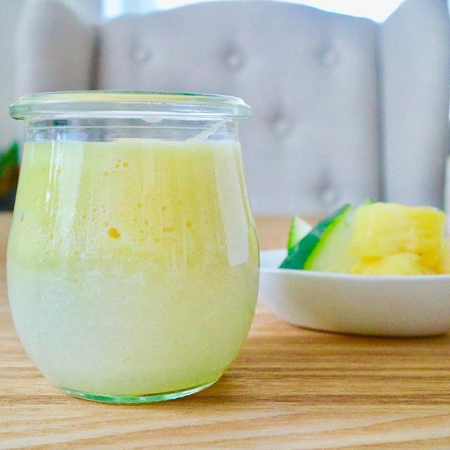 おはようございます!.今日は、パイナップルと冬瓜のスムージー.止渇、解煩、益気のパイナップルと清熱、利水、生津、除煩の冬瓜の組み合わせ.暑気あたりや、夏の浮腫の時に良い組み合わせのスムージーです.パイナップルが甘すぎる時には、レモン汁も追加すると、サッパリ頂けます!.#healthyfood #medicinalfood#fruits#健康 #ヘルシーフード#手作り酵素ジュース #発酵 #発酵フルーツ #薬膳 #中医 #夏バテ #益気 #浮腫#ドードーの空@dodonosorakitchenhttps://dodonosora.jp/