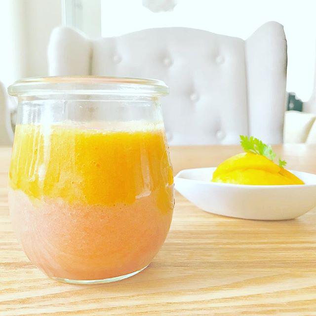 こんにちは!.やっと猛暑がゆるんだと思ったら、今日から、台風という…外に出られないので、色々なものを作っています.出始めた黄桃と、トマトのスムージー.トマトと桃は、津液を生じさせ、体の内側に潤いを与えます。そして桃は気を補って元気を与えてくれるフルーツ.しばし猛暑が、ゆるんでいる間にしっかり養生したいですね。スムージーは消化も良いので胃が疲れている、このシーズンは良い栄養補給になります.桃性味/甘酸、温性帰経/肺、胃補気、生津、補陰、滋潤、潤腸、活血.#healthyfood #medicinalfood#fruits#健康 #ヘルシーフード#手作り酵素ジュース #発酵 #発酵フルーツ #薬膳 #中医 #夏バテ #桃 #トマト#彼ごはん #スムージー#ドードーの空@dodonosorakitchenhttps://dodonosora.jp/