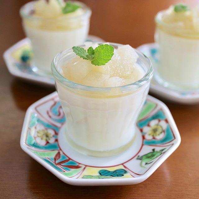 梨が本格的に美味しくなりましたね!.梨は、熱を下げ、痰濁を取ると言われ、黄痰、ねばねばした痰、咳に良いとされる果物です。.夏の猛烈な暑さから開放されてホッとしますが、乾燥に敏感な肺は傷み易いシーズンです。.梨をコンポートにして冷蔵庫に入れておけば、色々なアレンジで重宝しますね。.梨性味/甘、微酸、涼性帰経 /肺、胃効能 :生津、潤燥、化痰.#healthyfood#medicinalfood#fruits#日本を元気にするご飯#ヘルシーフード#手作り発酵ジュース #発酵 #発酵フルーツ #発酵リビングフード#温活 #老化防止#薬膳 #中医 #喉風邪予防 #梨#デザート#ドードーの空#日本中医食養学会https://dodonosora.jp/https://chuigaku-cocokara.jp/magazine/cook/https://cookpad.do/owners/10608