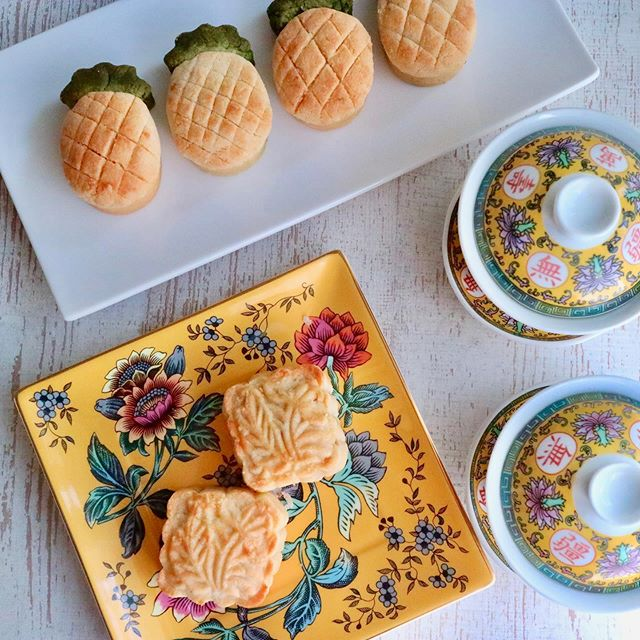 元気回復のパイナップルをたっぷり餡にして、美味しいパイナップル月餅.台湾のパイナップルケーキをアレンジして月餅型と、パイナップル型で、とっても可愛い.そして美味しい!.この週末は台風とラグビーで、ドキドキし過ぎて、疲労困憊.ドキドキし過ぎてストレス時には、養心安神の食材の、蓮の実を餡に入れたり、アーモンドミルク、バナナ、小松菜のスムジーもおすすめ.パイナップル性味/平、甘、酸帰経/脾、肺、腎生津止渇、健脾消食、利尿除湿、疲労回復作用、消化の促進作用.#healthyfood#medicinalfood#fruits#日本を元気にするご飯#ヘルシーフード#手作り発酵ジュース #発酵 #発酵フルーツ #発酵リビングフード#温活 #老化防止#薬膳 #中医 #疲労回復#ストレス#デザート#ドードーの空#日本中医食養学会https://dodonosora.jp/https://chuigaku-cocokara.jp/magazine/cook/https://cookpad.do/owners/10608