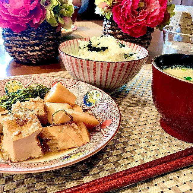 おはようございます!.最近は甘酒作りにハマっていて、お料理に使う甘味は全て甘酒を使うようになりました。.麹の香りもほんのりして、ほっこりした気分になります。甘酒と醤油麹で厚揚げ、竹の子、切り昆布の煮物を作りました。.竹の子は、熱を下げ、黄痰、ねばねばした痰、咳・胸痛などの症状がある時に良い食材です。また腸を潤し、便通を改善するので「出トックス」したい時のお助け食材です。.性味/甘、寒帰経/胃、大腸清熱、化痰、通便、解毒、透疹、胸腹不快、咳、便秘、麻疹.#healthyfood#medicinalfood#fruits#日本を元気にするご飯#ヘルシーフード#手作り発酵ジュース #発酵 #発酵フルーツ #発酵リビングフード#温活 #老化防止#薬膳 #中医 #竹の子#咳#痰#発酵麹調味料 #発酵麹調味料アドバイザーhttps://dodonosora.jp/https://chuigaku-cocokara.jp/magazine/cook/