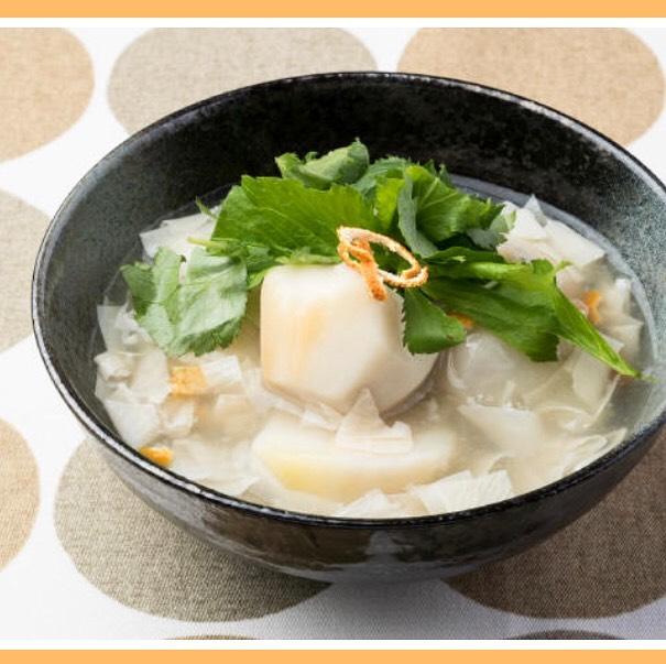 おはようございます!.陳皮の活用パート①.陳皮はスープに入れたり、お米と一緒に炊いてみたいり、色々な使い方ができて、陳皮が入るだけで、爽やかな香りで、料理が映えます!.@cocokara.coco 中医学情報サイトに掲載させてもらったレシピは。里芋の煮物に使ってます。.作り方と詳しい説明はこちらから↓https://chuigaku-cocokara.jp/magazine/cook/.#healthyfood#medicinalfood#fruits #miso#日本を元気にするご飯#ヘルシーフード#手作り発酵ジュース #発酵 #発酵フルーツ #発酵リビングフード#温活 #陳皮 #理気 #気の巡り#美肌薬膳#薬膳 #中医薬膳師#手作り味噌体験#発酵麹調味料#発酵麹調味料マイスター#くらし薬膳プランナー.https://www.kurashi-yakuzen.net/index.html