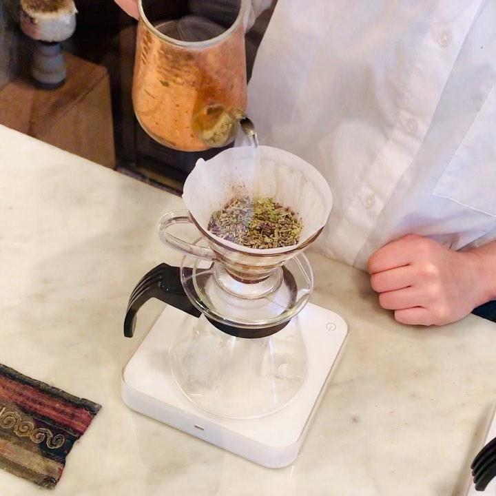おはようございます!.ステイホームと言われると欲しくなるのが、美味しいコーヒー.ハーブコーヒーというのを、頂いてみました〜.ハーブは、お茶としか合わないと思い込んでたんだなぁと、発想の素晴らしさに感動!爽やかなコーヒーでした。.#healthyfood#medicinalfood#fruits #miso#日本を元気にするご飯#ヘルシーフード#手作り発酵ジュース #発酵 #発酵フルーツ #発酵リビングフード#ハーブコーヒー #三軒茶屋#美味しいコーヒー#美肌薬膳 #薬膳 #中医薬膳師#手作り味噌体験#発酵麹調味料#発酵麹調味料マイスター#くらし薬膳プランナー.https://chuigaku-cocokara.jp/magazine/cook/https://www.kurashi-yakuzen.net/index.html