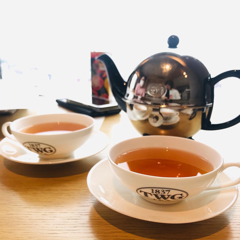 こんにちは!.※GW中のデリバリー営業は都合により5月17日(月)までお休みいたします。.緊急事態宣言もあと1週間。ステイ東京という事で近くのラウンジでティータイム。.今年は、TWGの紅茶が飲めるだけでも嬉しいGWです。なんとか、1週間で解除になって欲しい〜.#healthyfood#medicinalfood#fruits #miso#日本を元気にするご飯#ヘルシーフード#手作り発酵ジュース #発酵 #発酵フルーツ #発酵リビングフード#醤油麹 #発酵ジュース#美肌薬膳 #薬膳 #中医薬膳師#手作り味噌体験#発酵麹調味料#発酵麹調味料マイスター#くらし薬膳プランナー.https://chuigaku-cocokara.jp/magazine/cook/https://www.kurashi-yakuzen.net/index.html