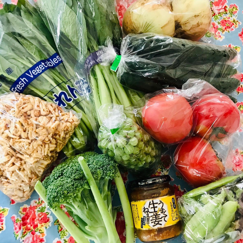 こんにちは!.オンラインレッスン用に発注した、野菜セットが届きました〜福島の美味しいお野菜です!今年はキュウリが高騰していて、近所のスーパーでは3本入で230円もするのに〜立派なキュウリが5本も!.他にも、沢山の野菜を入れて頂きました。ツタンカーメングリンピースなんて、面白い野菜も!.珍しいお野菜は、おすすめの調理法も教えてくれるので勉強になります〜豆ご飯がおすすめらしいので、夜は豆ご飯に決まりです。.グリンピースは、えんどう豆に属するので、薬膳的には補中、益気、利水、通乳の働きの食材です。.疲れて食欲が進まないって時や、雨が続いてジメジメ時に浮腫やすいって時にも良いですね!.グリーンピース(えんどう)性味/平、甘帰経/脾、胃脾胃気虚症、疲労、消渇、むくみ.#healthyfood#medicinalfood#fruits #miso#日本を元気にするご飯#ヘルシーフード#手作り発酵ジュース #発酵 #発酵フルーツ #発酵リビングフード#美肌薬膳#薬膳 #中医薬膳師#手作り味噌体験#発酵麹調味料#発酵麹調味料マイスター#くらし薬膳 #くらし薬膳美容アドバイザーhttps://www.kurashi-yakuzen.net/
