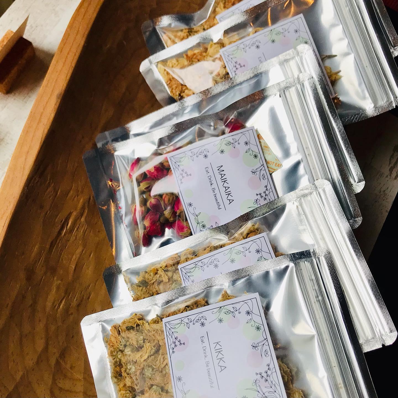 こんばんは!.またまたの緊急事態宣言の延長で、お料理教室はお休みが続いているので、薬膳茶材の販売を火曜日限定で店頭にてスタートします〜.お茶は手軽に続けられるので、慢性化したお悩みには、おすすめのアイテムです!.#healthyfood#medicinalfood#fruits #miso#日本を元気にするご飯#ヘルシーフード#手作り発酵ジュース #発酵 #発酵フルーツ #発酵リビングフード#醤油麹 #発酵ジュース#美肌薬膳#薬膳 #中医薬膳師#浮腫み #薬膳茶#手作り味噌体験#発酵麹調味料#発酵麹調味料マイスター#くらし薬膳美容アドバイザーくらし薬膳│JREC 日本リフレクソロジスト認定機構